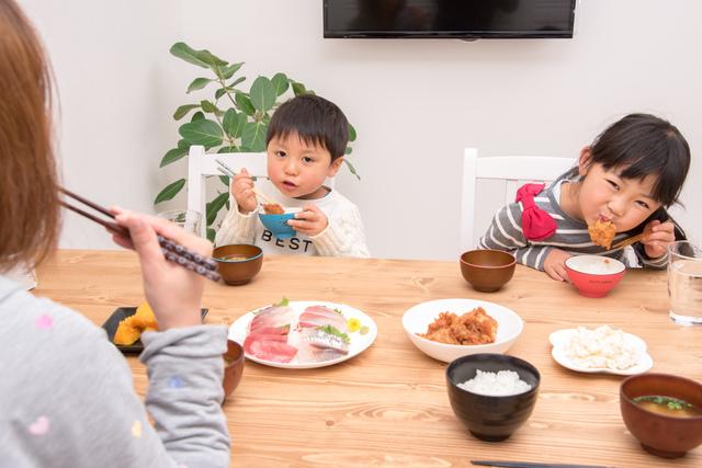 夕食を食べる子どもたち,料理,ワーママ,ミールキット
