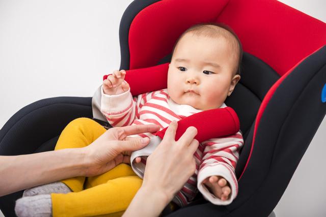 チャイルドシートに乗る赤ちゃん,チャイルドシート,おすすめ,