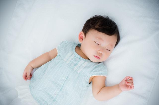 赤ちゃん寝る,生後,6ヶ月,赤ちゃん