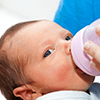 0歳のママからの質問:「赤ちゃんが泣いていたら、不定期にミルクをあげても大丈夫ですか?」,