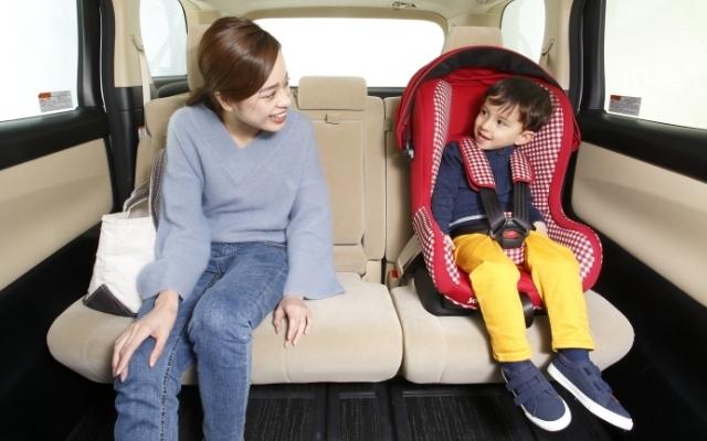 親子で車に乗っている,シート,