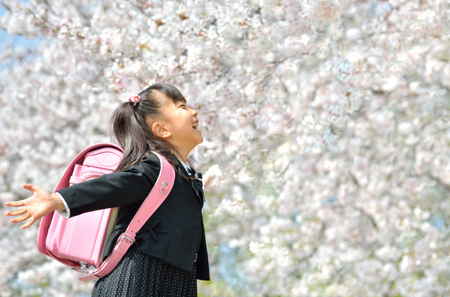 小学生と桜,小学校,入学祝い,プレゼント
