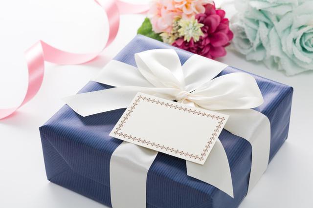 メッセージカードを添えたプレゼント,小学校,入学祝い,プレゼント
