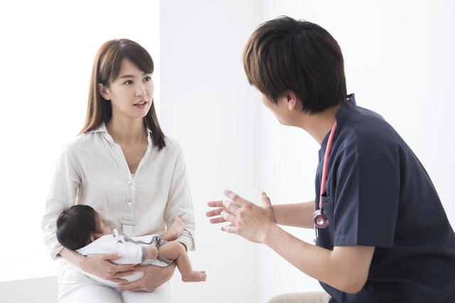 診察を受ける赤ちゃん,新生児,外出,
