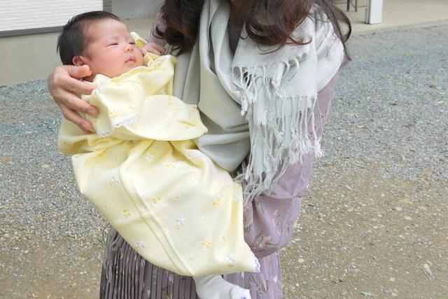 お宮参りに行く赤ちゃん,新生児,外出,