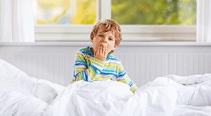 欠伸をする子ども,ノロウイルス,吐物処理,