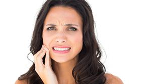 生理中の腹痛と頭痛に関する相談:「薬も効かない生理中の腹痛と頭痛は、一人暮らしのストレスが原因ですか」,生理,腹痛,頭痛