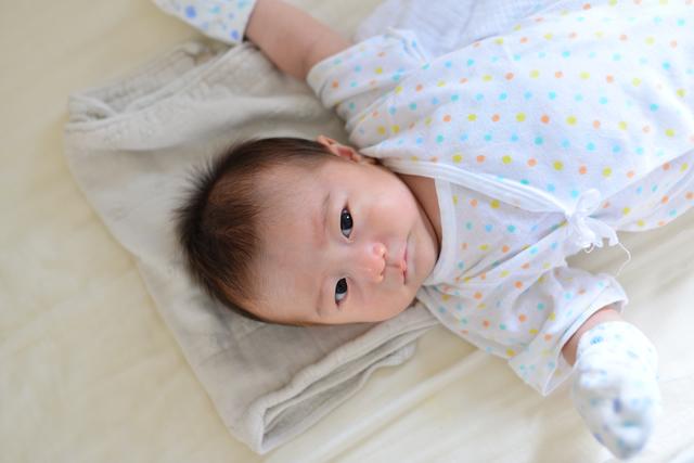 ミトンをする赤ちゃん,蕁麻疹,子ども,