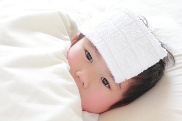 発熱で寝込む子ども,肺炎,子ども,