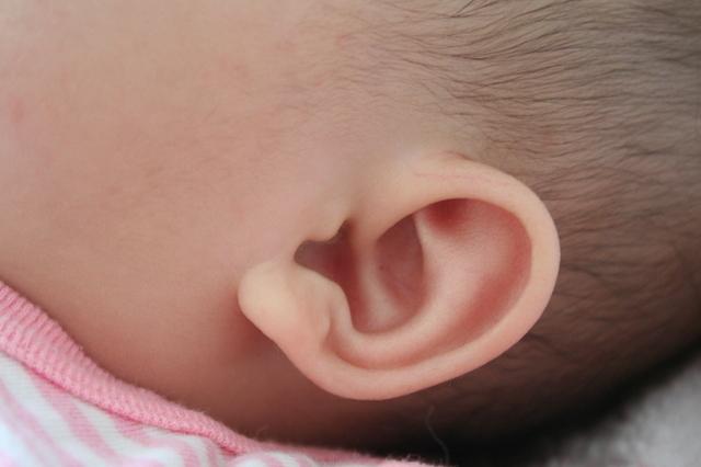 寝ている赤ちゃんの耳,滲出性中耳炎,赤ちゃん,