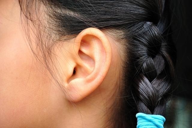 女の子の耳,滲出性中耳炎,子供,