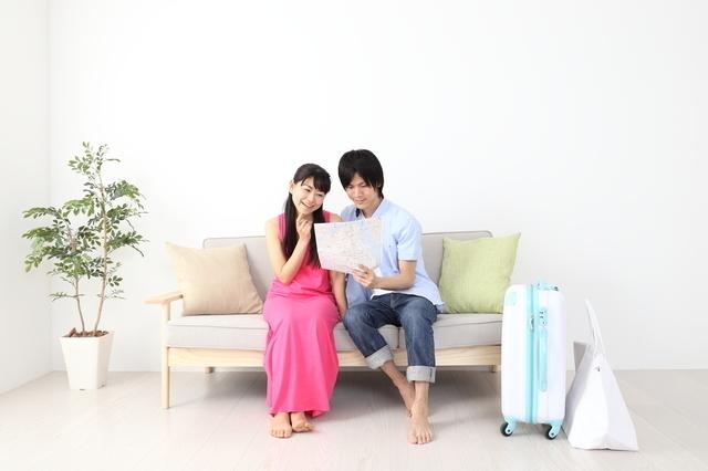 旅行の計画を立てる夫婦,妊娠,旅行,いつまで