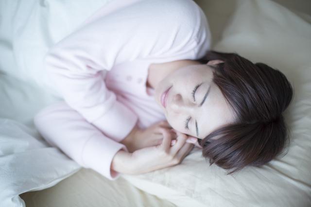 眠っている女性,産後,恥骨痛,