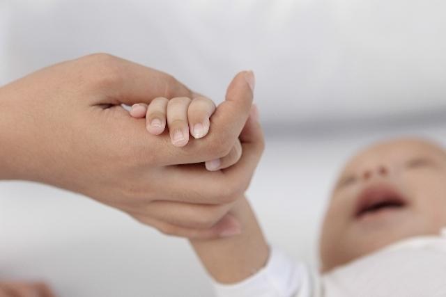 お母さんと赤ちゃんの手の写真,出産予定日,計算,