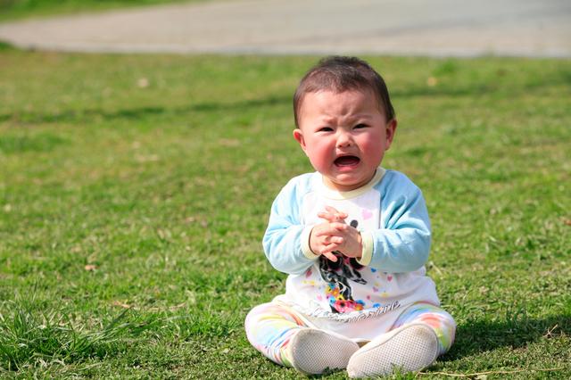 泣いている赤ちゃん,赤ちゃん,離乳食,便秘