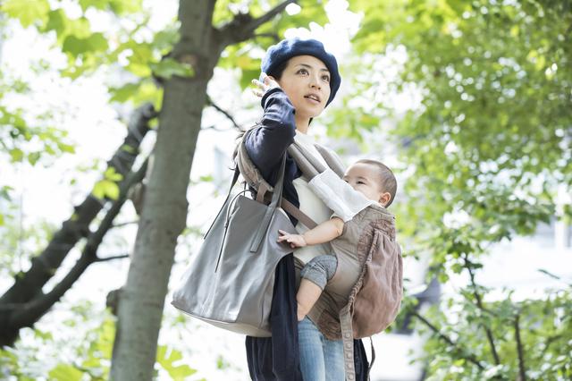 バッグを持つママ,授乳ケープ,