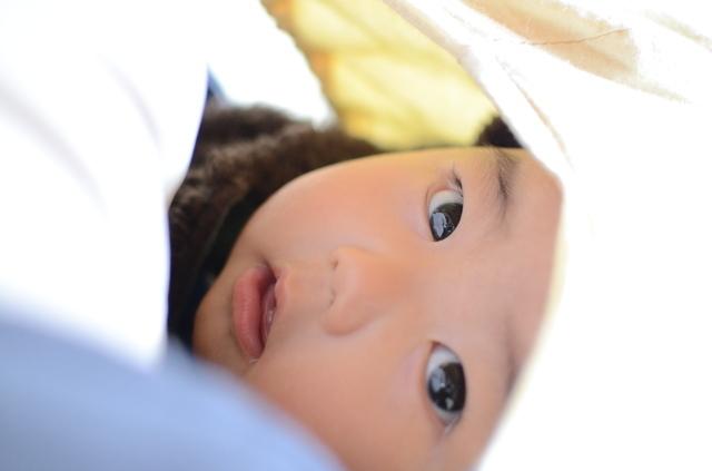 抱っこひもで抱っこされている赤ちゃん,抱っこひも,よだれカバー,手作り
