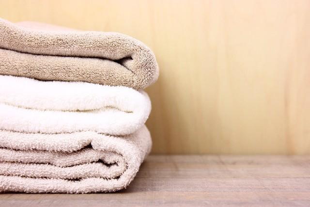 棚に積んだタオル,赤ちゃん,バスタオル,