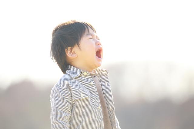 泣く子ども,2歳,