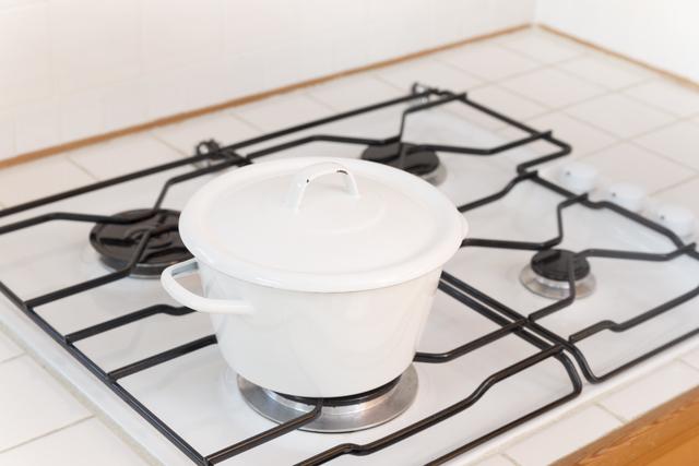 鍋で加熱している,長芋,離乳食,