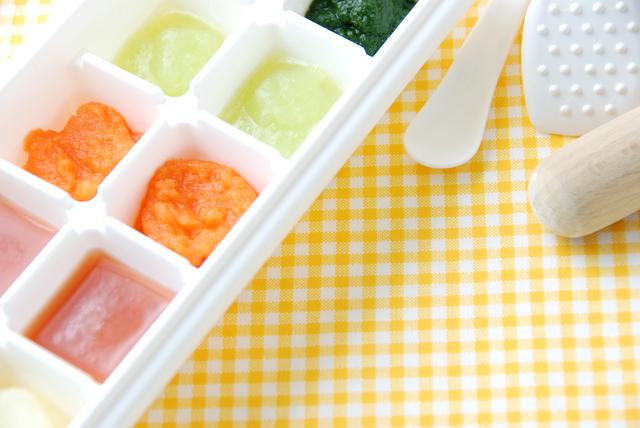 製氷器に入った離乳食,離乳食,りんご,