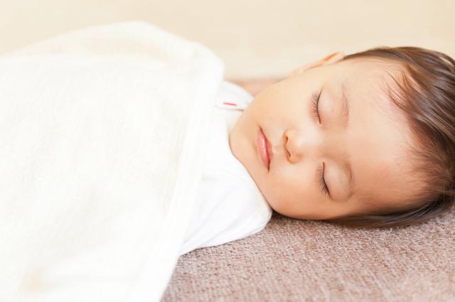 寝る赤ちゃん,赤ちゃん,夜泣き,対策