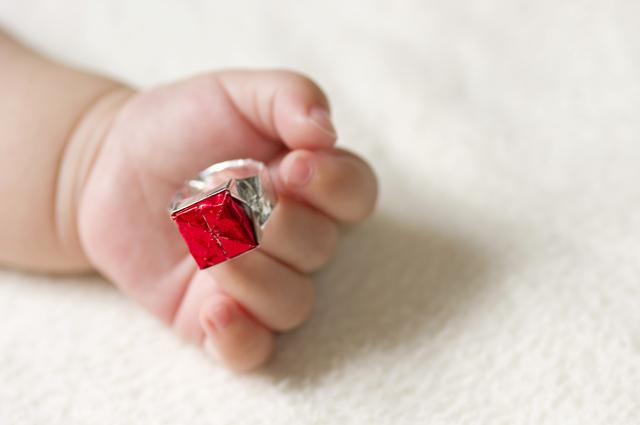 赤ちゃんの手と指輪,韓国,お祝い,誕生日