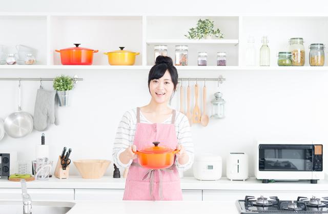 鍋を持つ女性,離乳食 ,初期,豆腐