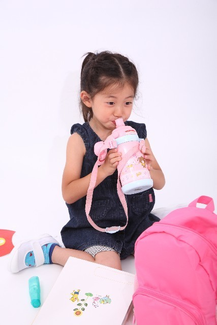 水筒と女の子,子ども,水筒,おすすめ