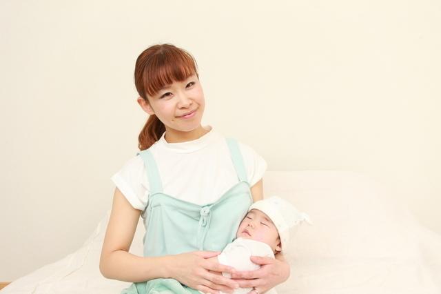 赤ちゃんを抱くママ,産後サポーター,おすすめ,選び方