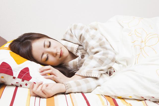 寝ている女性,産後サポーター,おすすめ,選び方