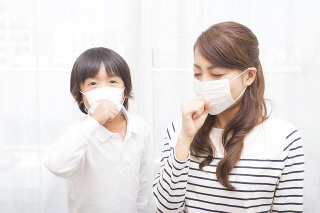 マスクをつける親子,子ども,花粉症,マスク