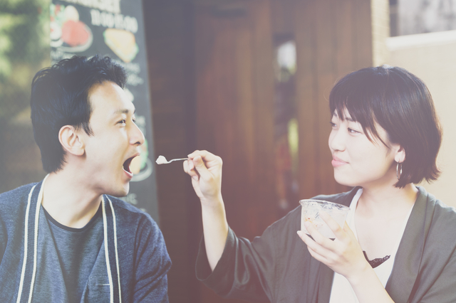 アイスクリームを食べるカップル,夫婦喧嘩,
