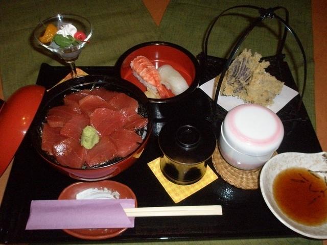 奴寿司のづけまぐろ丼とにぎり寿司セット,熊谷,個室,ランチ
