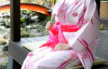 夕涼みする女性,温泉,東京近郊,