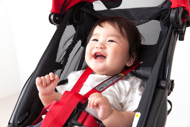 B型ベビーカーに乗る赤ちゃん,ベビーカー ,軽量 ,おすすめ