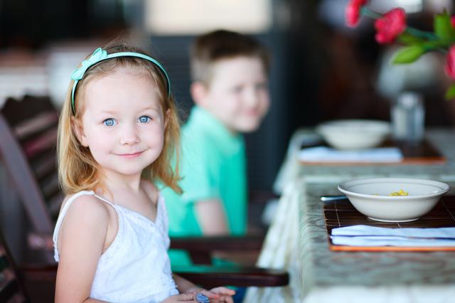 レストランにいる女の子,茨城県,アウトレット,子連れ