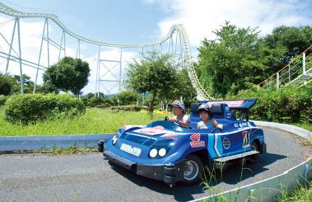 青い車の写真,広島,ゴーカート,子ども
