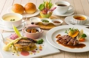 「大阪新阪急ホテル カフェ&レストラン レインボー」の料理,北新地,子連れ,ランチ