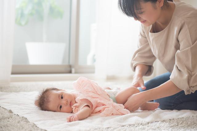 おむつ替えをする赤ちゃん,おしりふき,おすすめ,