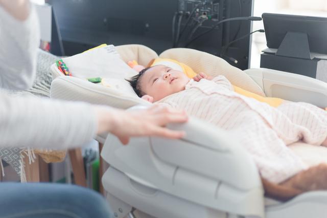 ハイローチェア―で寝る赤ちゃん,バウンサー,