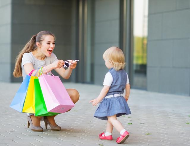 ショッピング中のママと女の子,栃木県,アウトレット,サービス