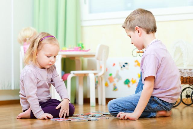 室内遊びする子ども,栃木県,アウトレット,サービス