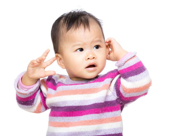 赤ちゃん耳触る,中耳炎,赤ちゃん,