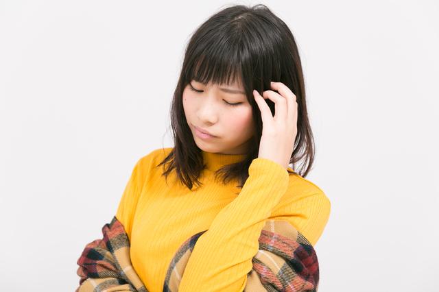 頭痛を伴う寒気を感じる女性,妊娠初期,寒気,