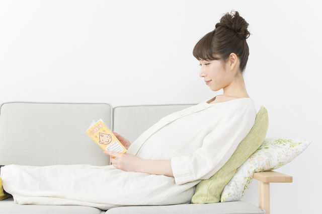 リラックスする妊婦,妊娠,16週,胎児