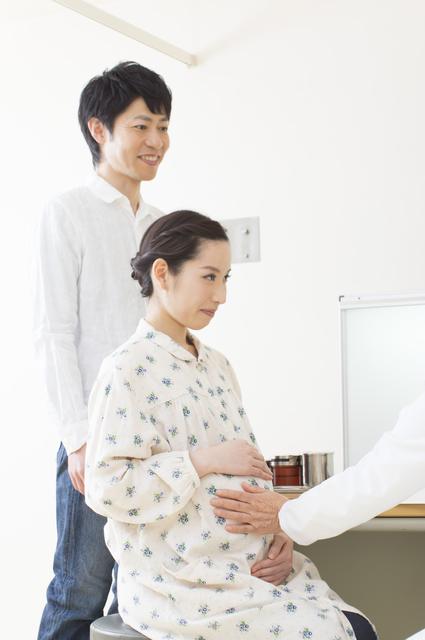 妊婦健診に付き添う男性,27週,胎児,