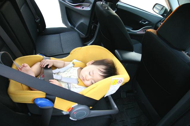 ベビーシートに乗る赤ちゃん,ベビーシート,