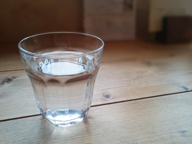 グラスの写真,プラノバール,妊娠,