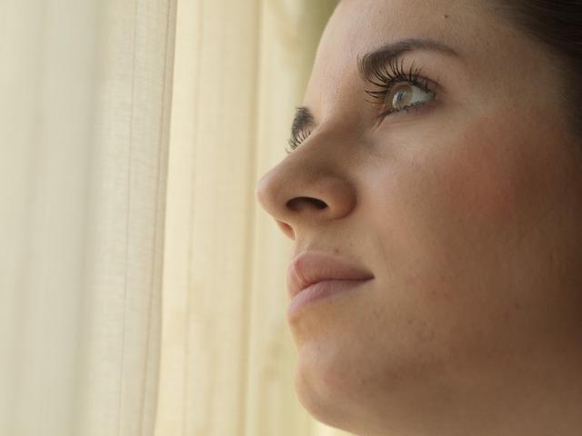 考えている女性,出産後,生理,再開